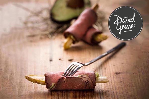 Roastbeef mit Avocadopüree und Spargel